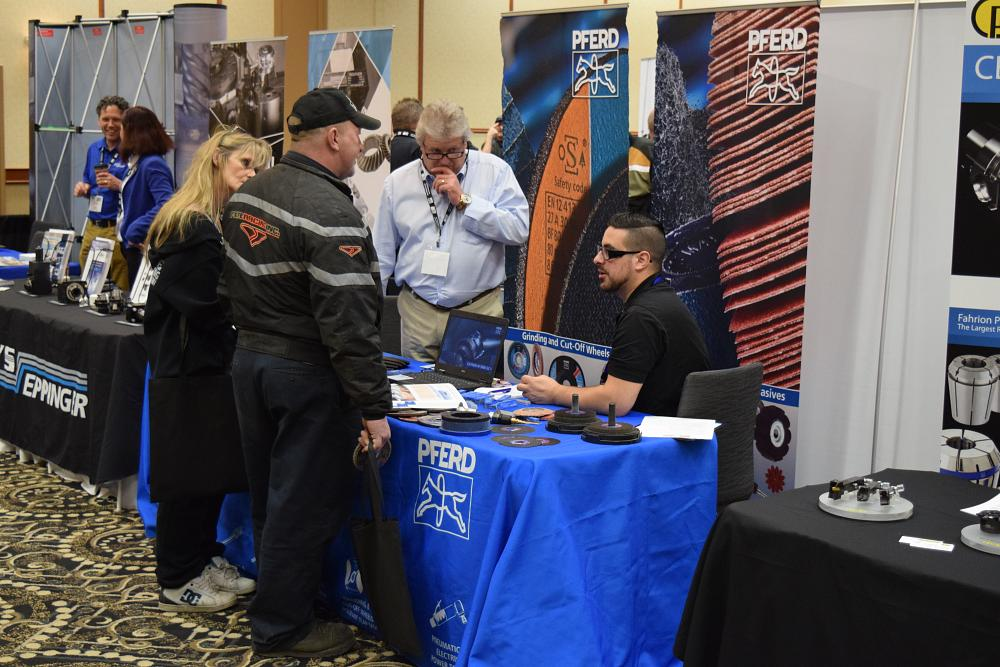 Case Blue Mmp : Motor coach industries keynote draws crowd for mmp expo winnipeg